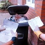 L'usurpation d'identité, très facile par la fouille des poubelles